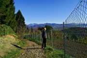 Montalbano Basso (465 m), vista verso le Prealpi Orobie