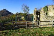 Monte Canto visto dai ruderi del piccolo borgo antico di Canto